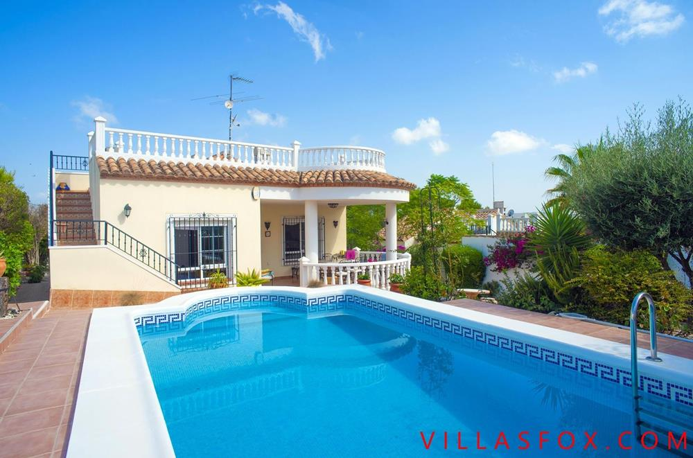 Vistabella (Jacarilla) 3-bedroom villa on one level with private pool and garage