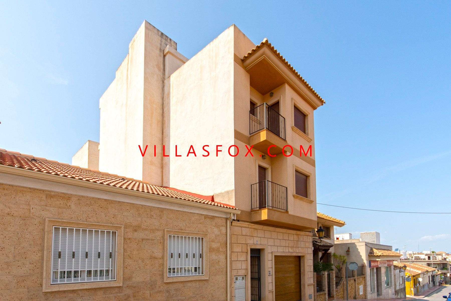 San Miguel de Salinas townhouse with large garage and solarium on 5 levels with lift