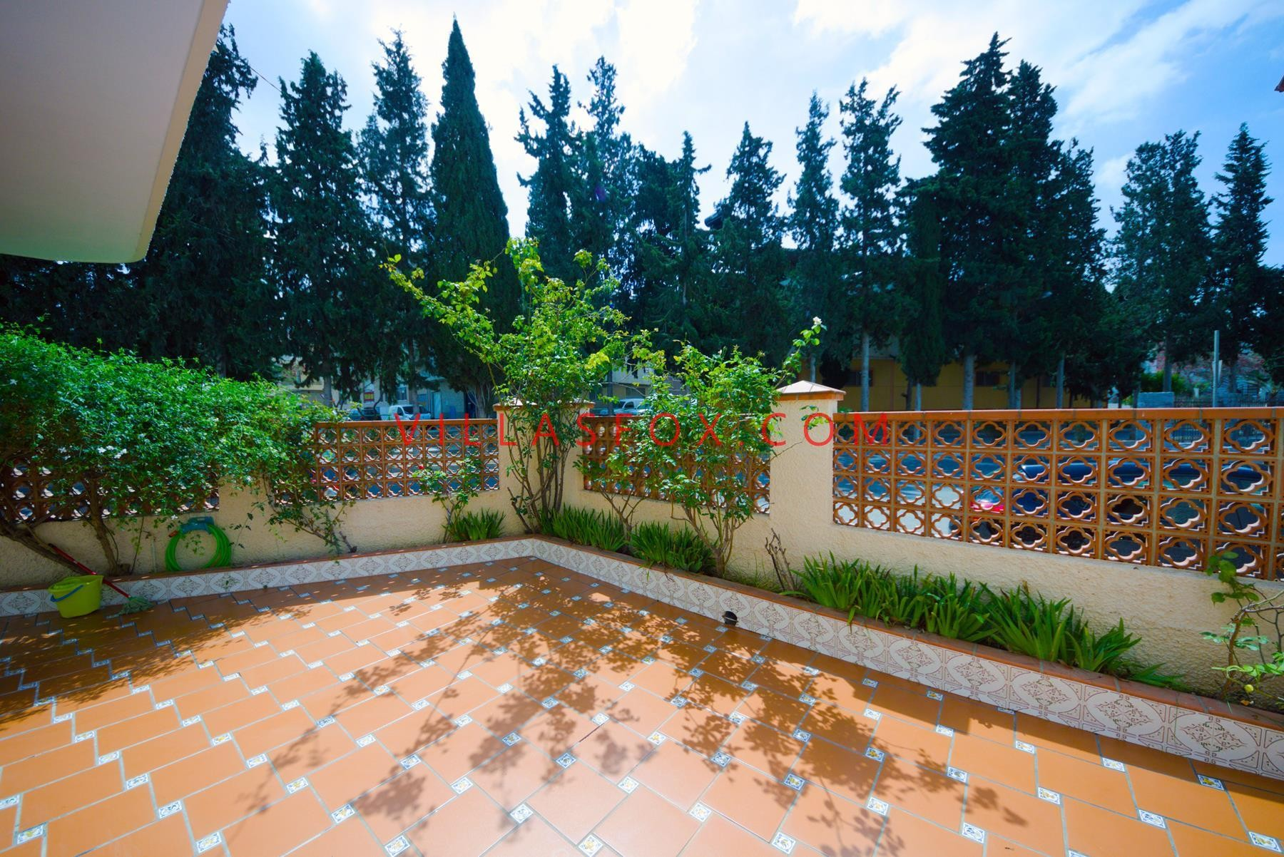 4-bedroom large townhouse on corner plot with gardens, terraces, views, Benejúzar