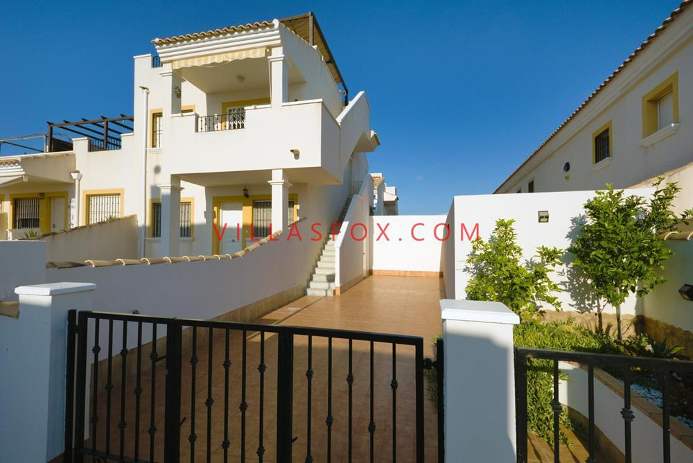 Laguna Green, Entre Naranjos, 2-bed, 2-bath top-floor apartment with private solarium and garden