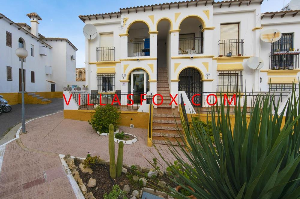 El Galan (Las Carolinas) south-east facing 1-bedroom ground-floor apartment with superb community po