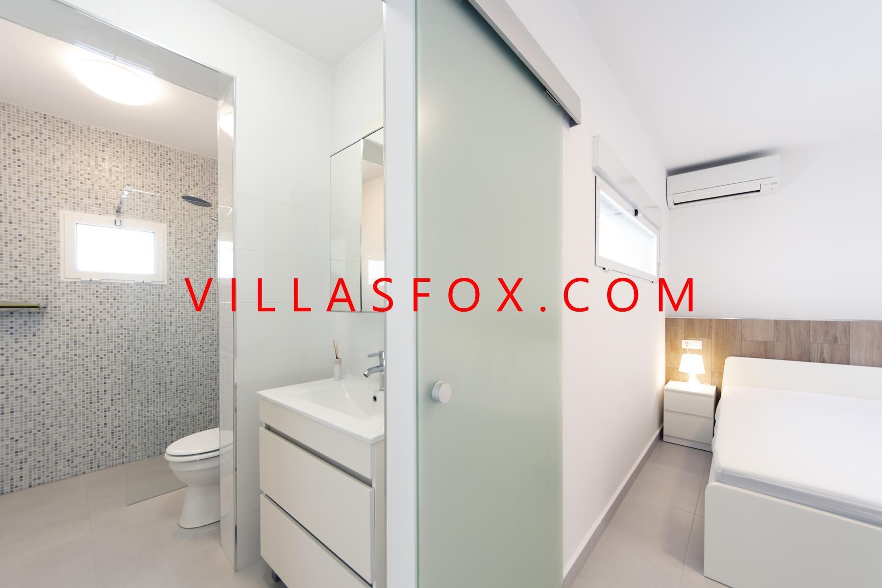Blue Lagoon (San Miguel de Salinas) modern south-facing luxury villa on one level - stunning!