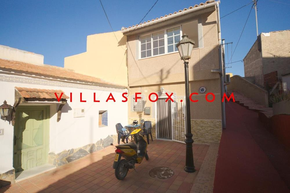 Traditional 3 bedroom, spacious townhouse for sale in great location, San Miguel de Salinas