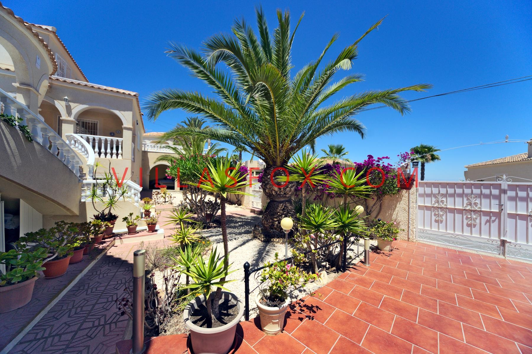 San Miguel de Salinas 4-bedroom villa Las Comunicaciones with great views, superb condition!