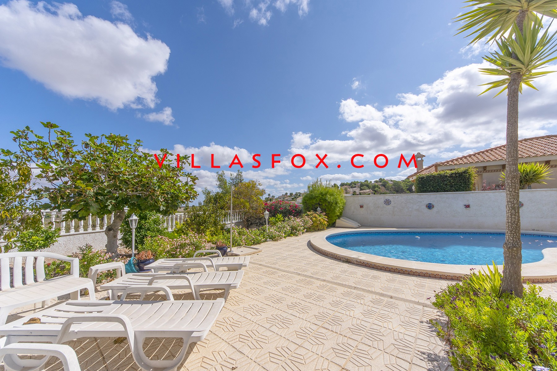 Villasmaría 3-bedroom ground-floor villa with pool, great views and great price!