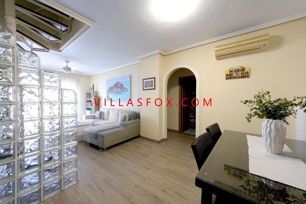 Luxury 2-bedroom, top-floor apartment with internal access to private solarium