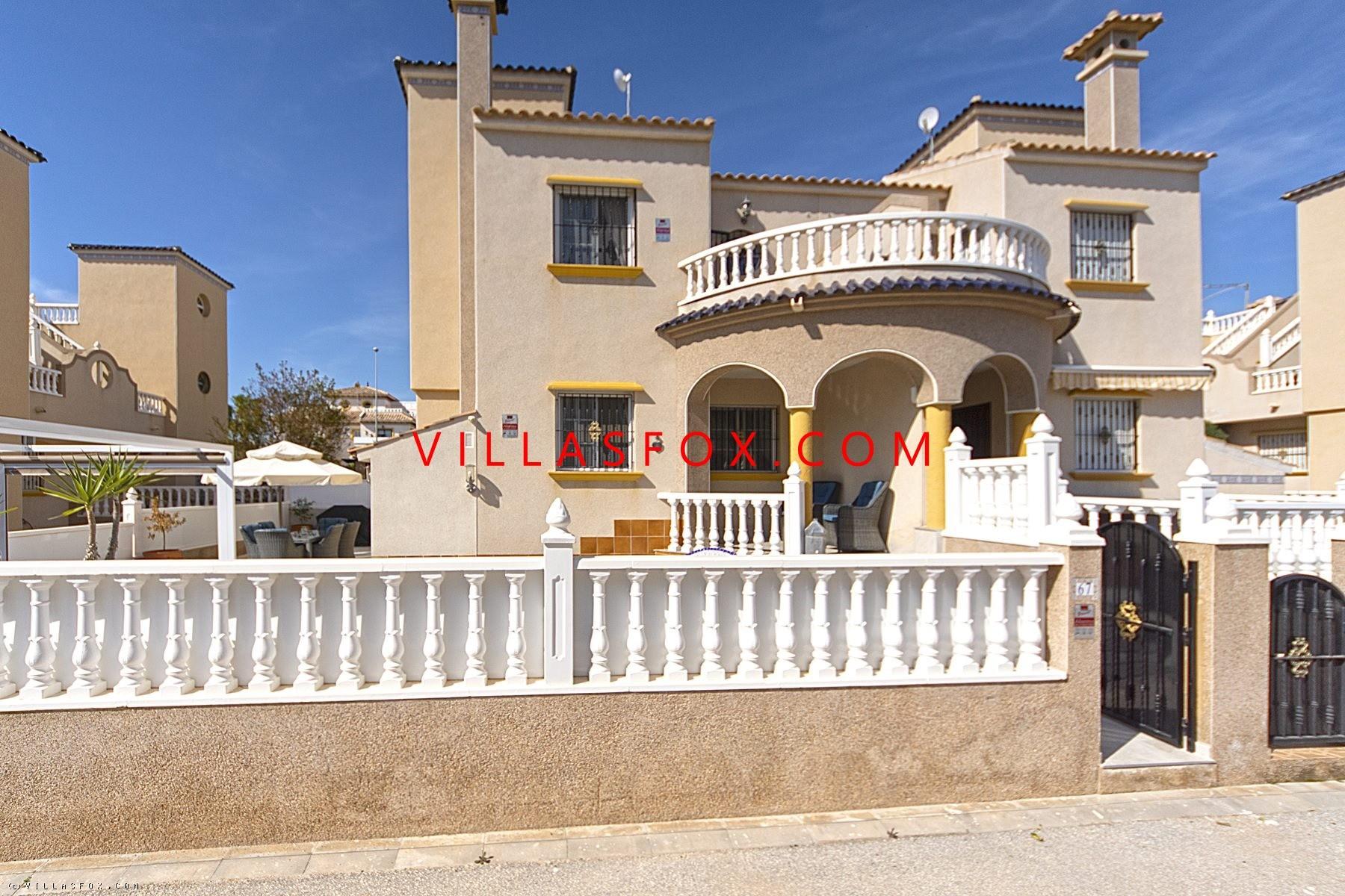 Superb 3-bedroom Lomas de Cabo Roig quad villa