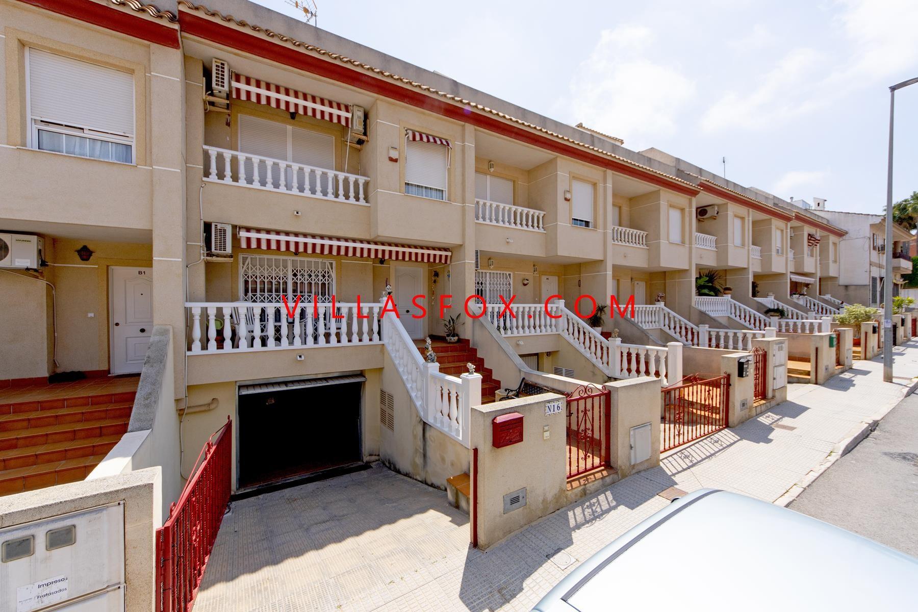San Miguel de Salinas 4-bedroom townhouse with garage
