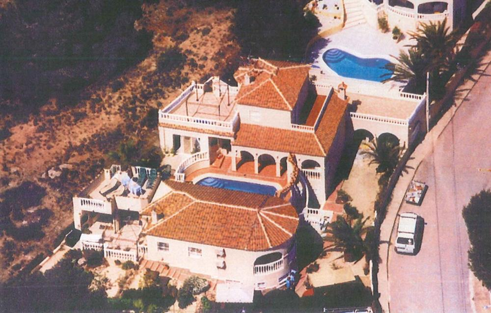 Unique property consisting of 2 separate detached villas on one large plot with private pool.