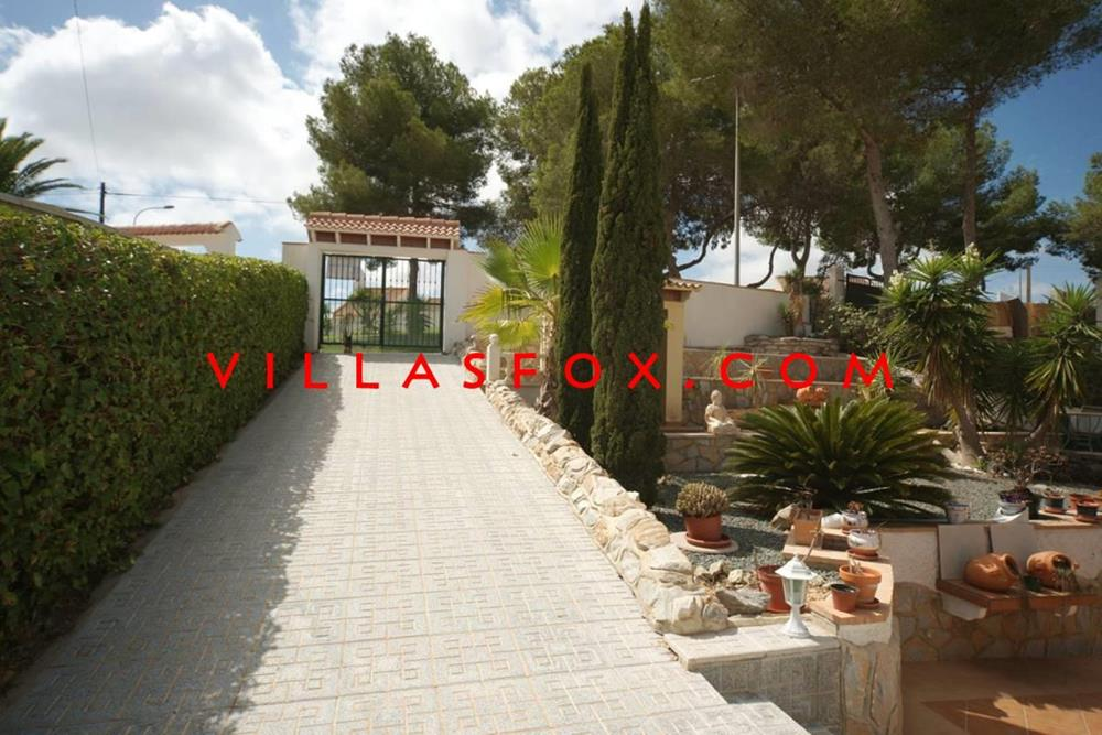 3 bedroom, 2 bathroom detached villa in San Miguel de Salinas, Las Comunicaciones