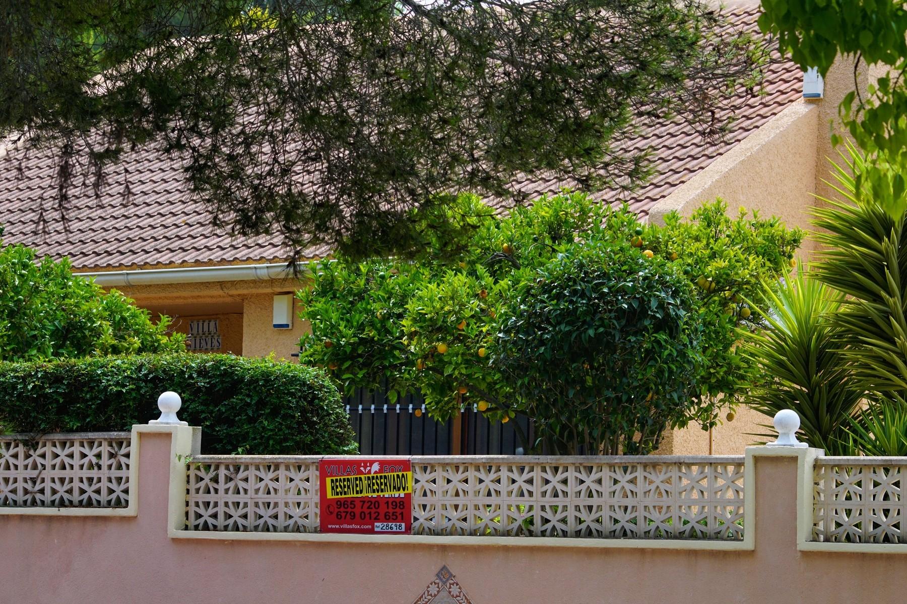 Las Comunicaciones 3-bedroom detached villa with pool and garage