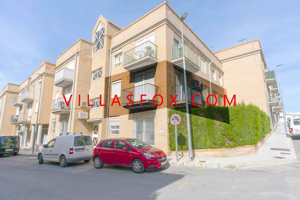San Miguel de Salinas town centre 4-bedroom apartment - excellent value!