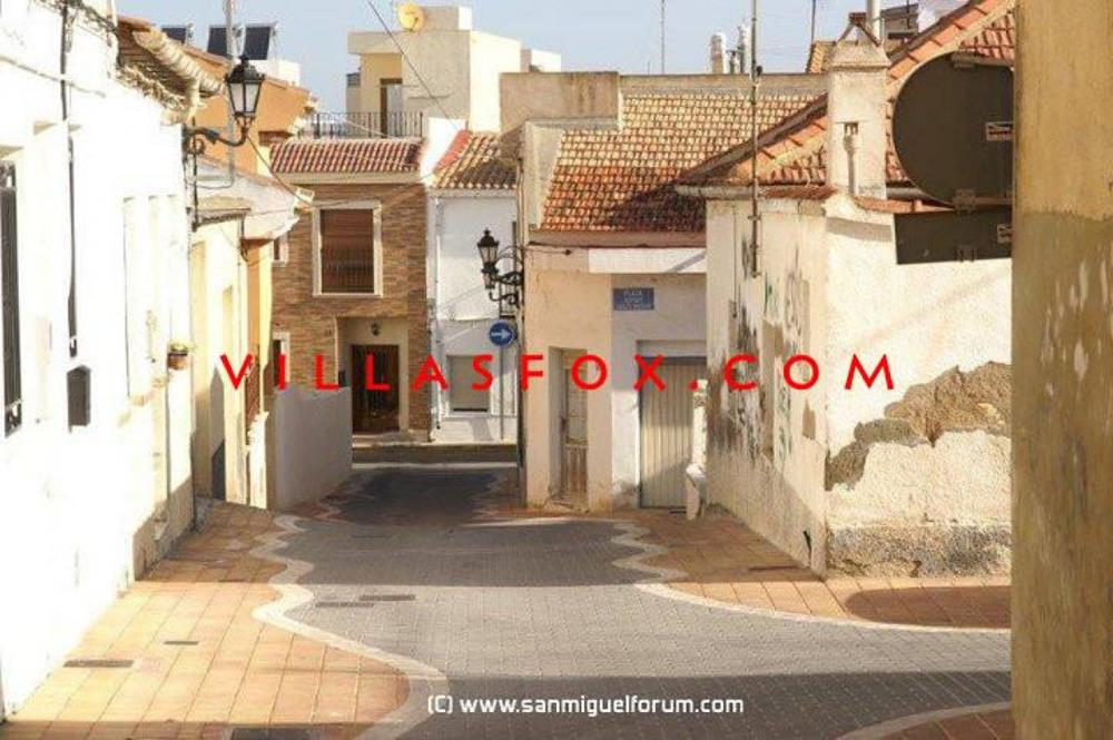 2-bedroom, 2-bathroom, 1st floor, west-facing apartment, San Miguel de Salinas town centre
