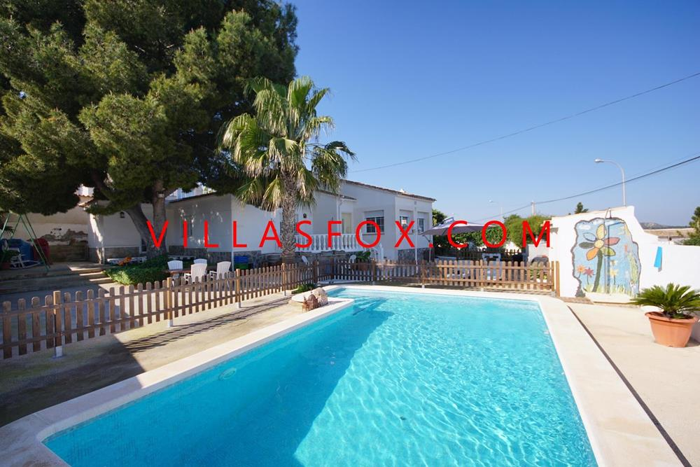 Las Comunicaciones 3-bedroom detached villa on one level, private pool, great views!